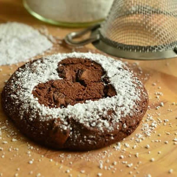 gâteau au chocolat avec empreinte coeur