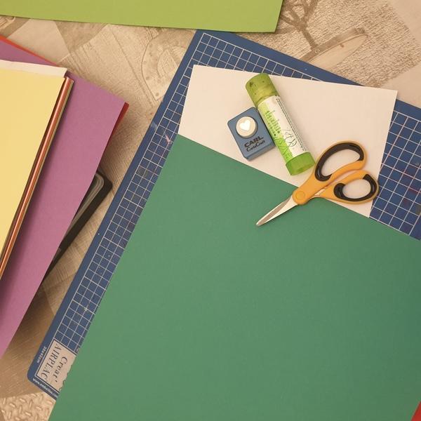 matériel pour créer des fleurs en papier